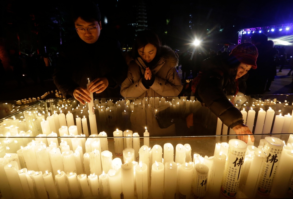 Fireworks, prayers as revellers around the world ring in 2018 | CTV News