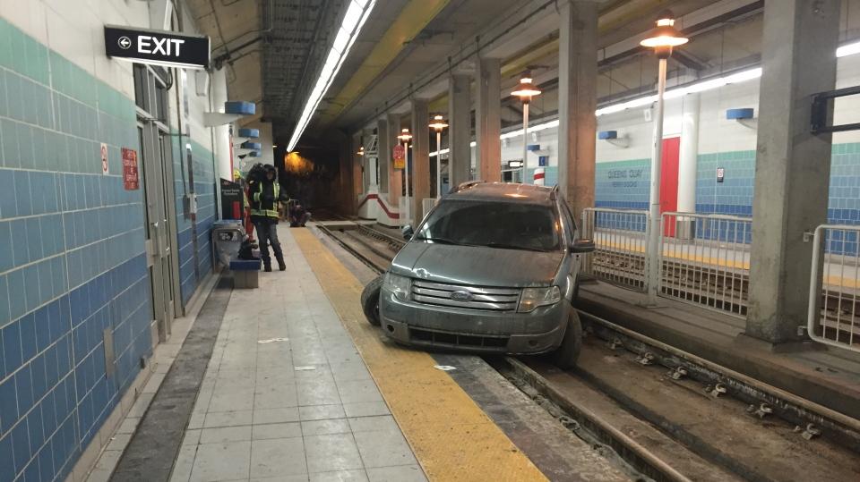 SUV stuck on streetcar tracks in Toronto