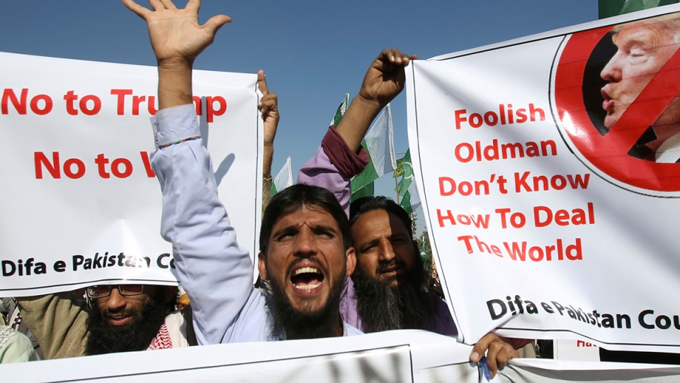 Supporters of Pakistani religious groups rally to condemn a tweet by U.S. President Donald Trump in Karachi, Pakistan, Tuesday, Jan. 2, 2018. (AP / Fareed Khan)