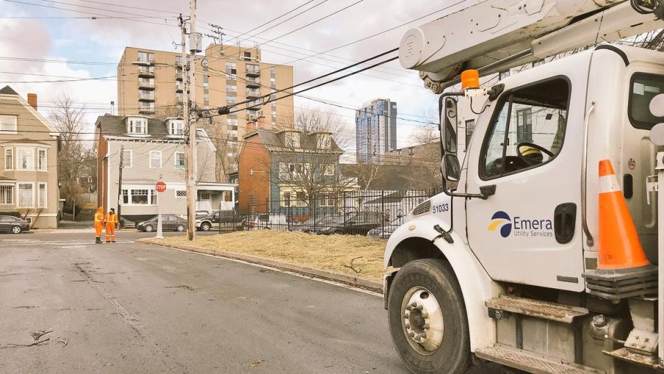 Crews work to restore power in Halifax, Friday, Jan. 5, 2018. (Sarah Ritchie / CTV News)