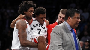 Toronto Raptors guard Kyle Lowry is carried off by teammates in New York, on Jan. 8, 2018. (Adam Hunger / AP)