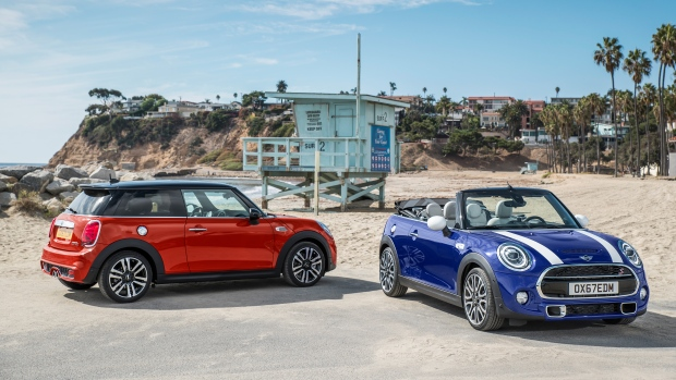 Facelifted Mini hatch and convertible here for 2018