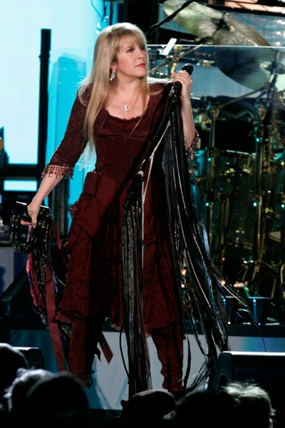 "Fleetwood Mac vocalist Stevie Nicks performs during the ""Unleashed 2009."" (AP Photo/Keith Srakocic)"