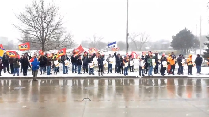 Customs and Immigration Union members hold a rally at the foot of the Ambassador Bridge on Friday, Jan. 12, 2018. (Michelle Maluske / CTV Windsor)