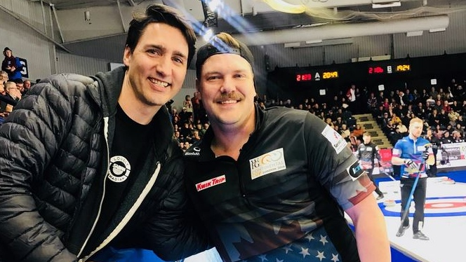 Prime Minister Justin Trudeau poses with U.S. curler Matt Hamilton, in London, Ont., on Saturday, Jan. 13, 2018. (Matt Hamilton / @MattJamilton / Twitter)