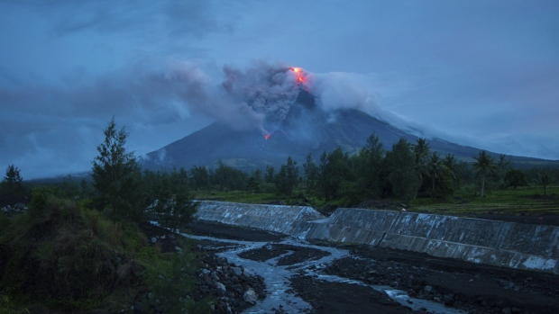 Glowing red lava causes more to flee from Philippine volcano