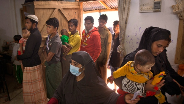 Rohingya refugee stand in a queue to get registered at Kutupalong refugee camp near Cox's bazar, Bangladesh, Tuesday, Jan. 16, 2018. (AP / Manish Swarup)