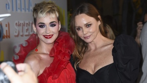 Katy Perry and Stella McCartney in Los Angeles on Jan. 16, 2018. (Jordan Strauss / Invision / AP)