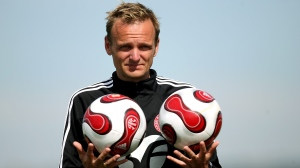 Soccer coach Kenneth Heiner-Moller plays with balls during a training session on Tuesday, March 13, 2007, in Falesia, Algarve, southern Portugal. (Steven Governo/AP Photo)