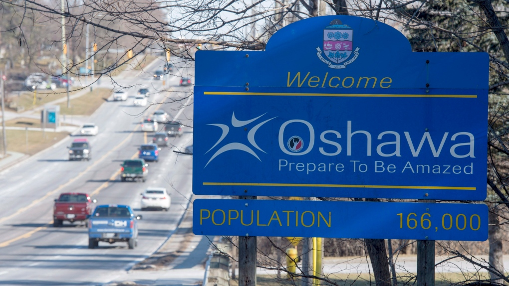 A welcome sign is shown on an Oshawa, Ont. street