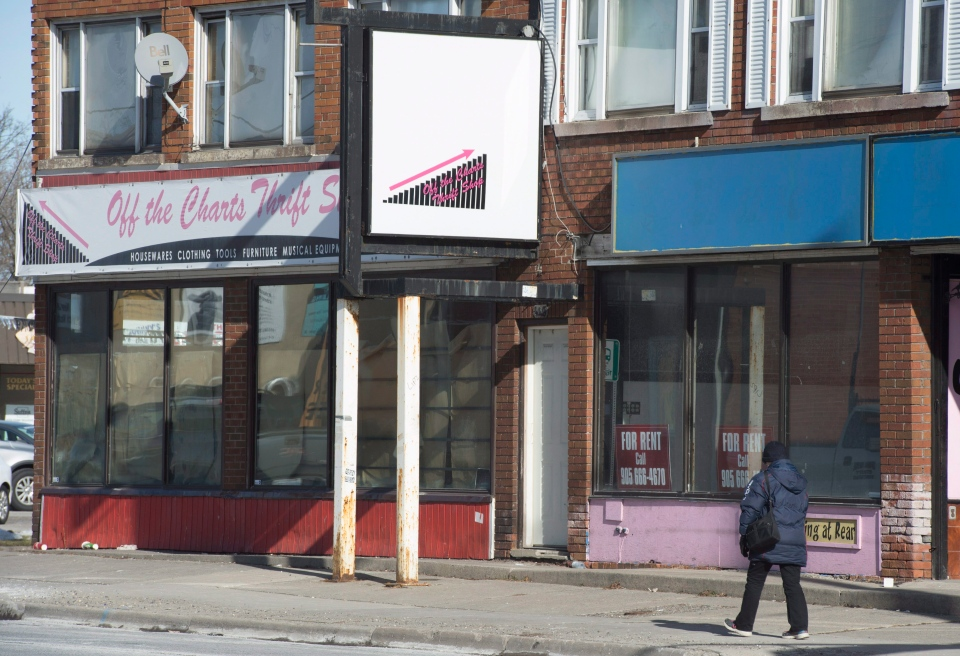 Downtown Oshawa street scene with carboarded up storefronts. (THE CANADIAN PRESS / Staff)