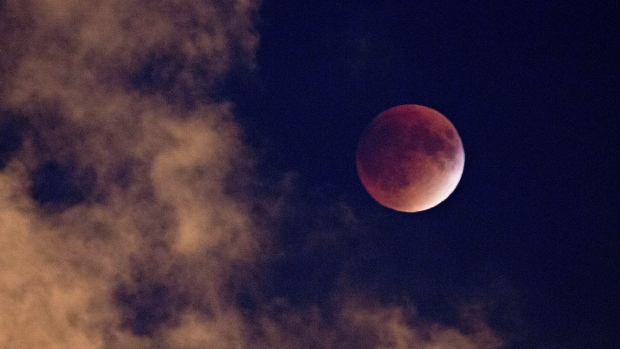 Super Moon Lunar Eclipse King Tides Combine For Powerful Event