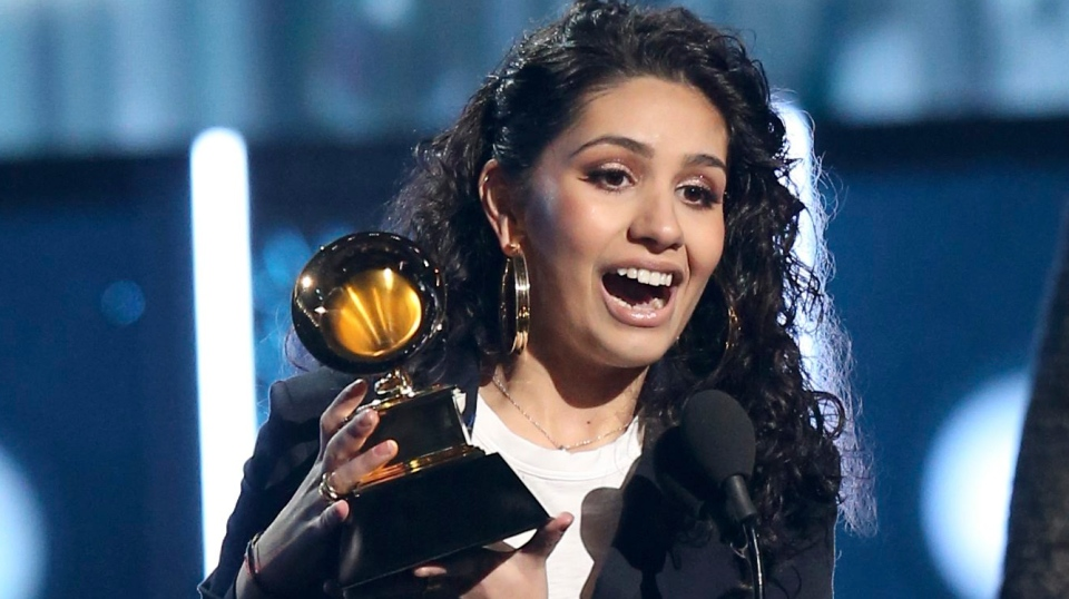 pop singer alessia cara first canadian to grab grammy for best new