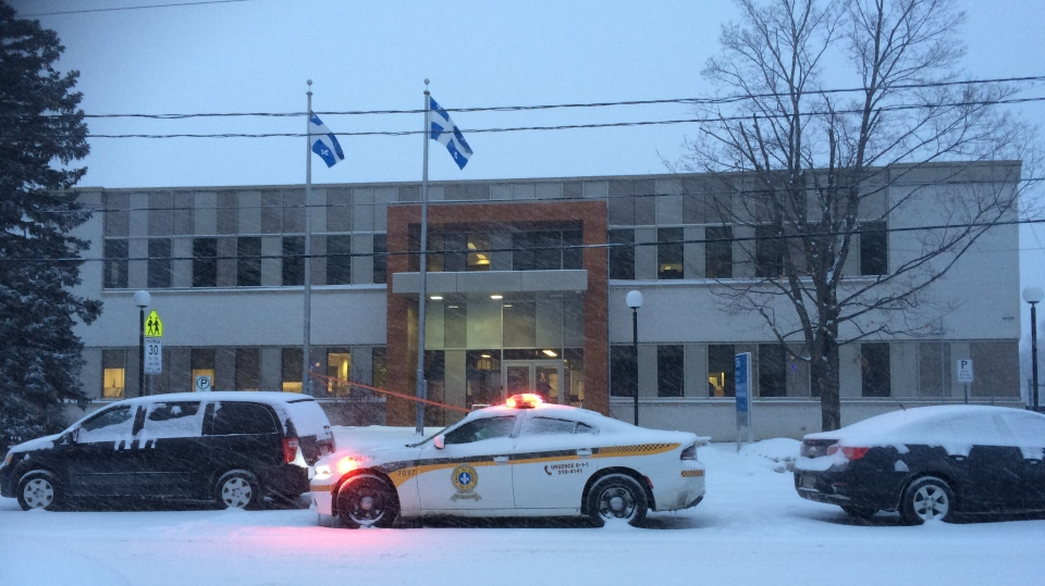 A police car is seen outside the provincial courthouse in Maniwaki, Quebec where an 18-year-old man was shot during an altercation with a security officer on Wednesday, Jan. 31, 2018. (CTV Ottawa)