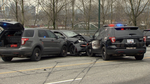 Robbery suspects arrested following crash in East Vancouver