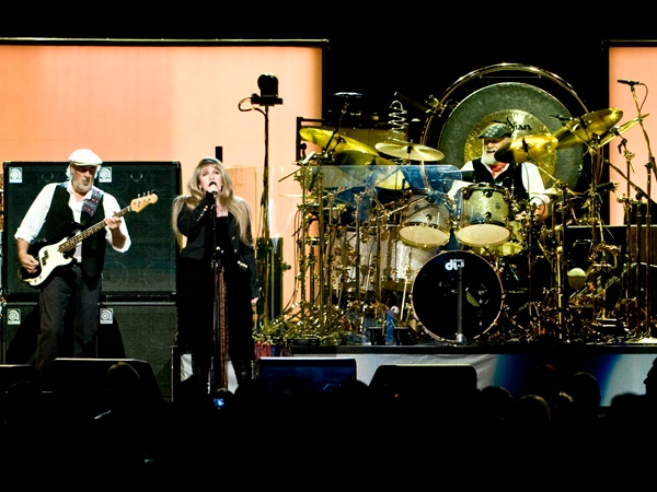 Fleetwood Mac perform at Vancouver's GM Place on Friday, May 15, 2009.  (Anil Sharma for ctvbc.ca)