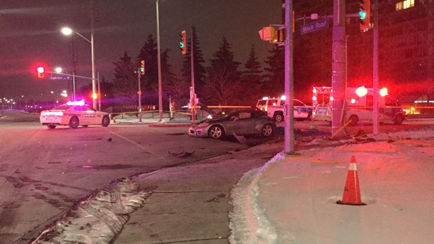 1 dead, 2 injured after single-vehicle crash in Mississauga