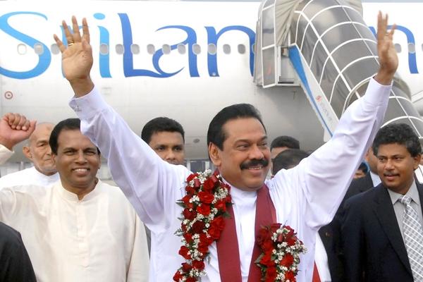 Sri Lankan President Mahinda Rajapaksa waves as he arrives at the Katunayake international airport in Colombo, Sri Lanka, on Sunday, May 17, 2009.  (AP / Sanka Vidanagama)