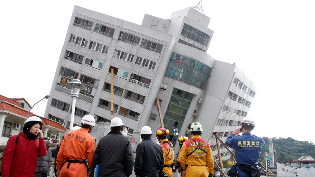 Hundreds missing and 4 killed in Taiwan after massive quake