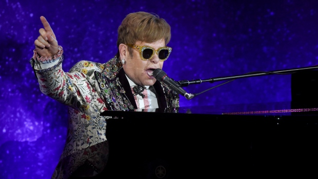 Elton John struck in face by necklace during Vegas concert