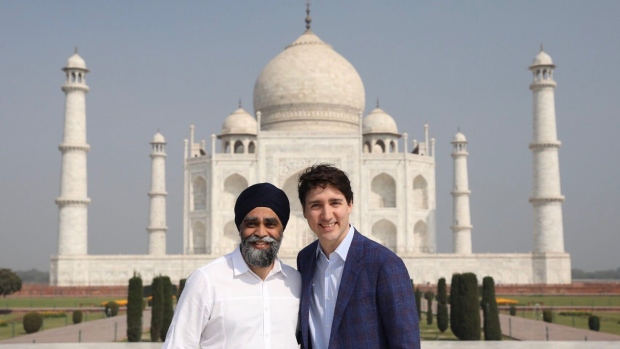 Defence Minister Harjit Sajjan poses with Prime Minister Justin Trudeau in front of the Taj Mahal in India. (Harjit Sajjan / Twitter)