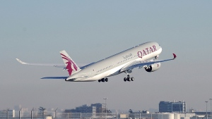 Qatar Airways A350-1000 (REMY GABALDA / AFP)