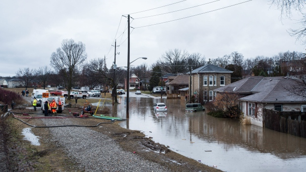 Flooding in Brantford, Ont. on Wednesday, Feb. 21, 2018. (THE CANADIAN PRESS/Aaron Vincent Elkaim)