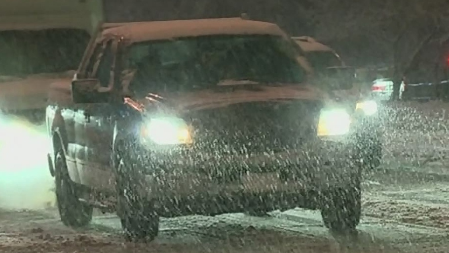 10cm of snow causes chaos in Greater Victoria