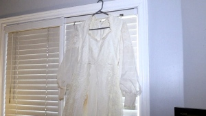 Woman finds wedding dress on side of 401