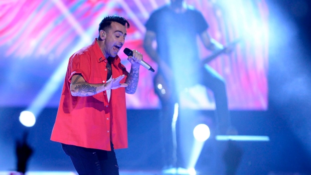 Despite pressure, Hedley concert to go on