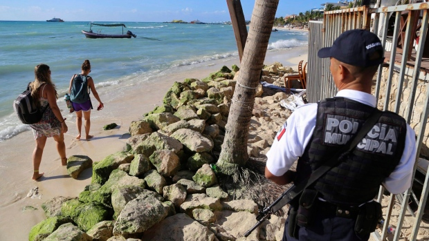 U.S. warns of threat in Mexican resort of Playa del Carmen