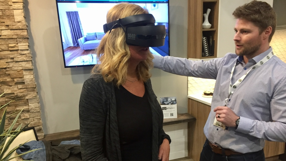 Janice Donnelly uses a headset and controller to virtually tour an Evergreen bungalow (Laura Woodward/CTV Saskatoon).