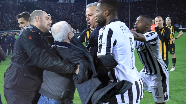 Gun-toting PAOK boss storms pitch in chaotic scenes
