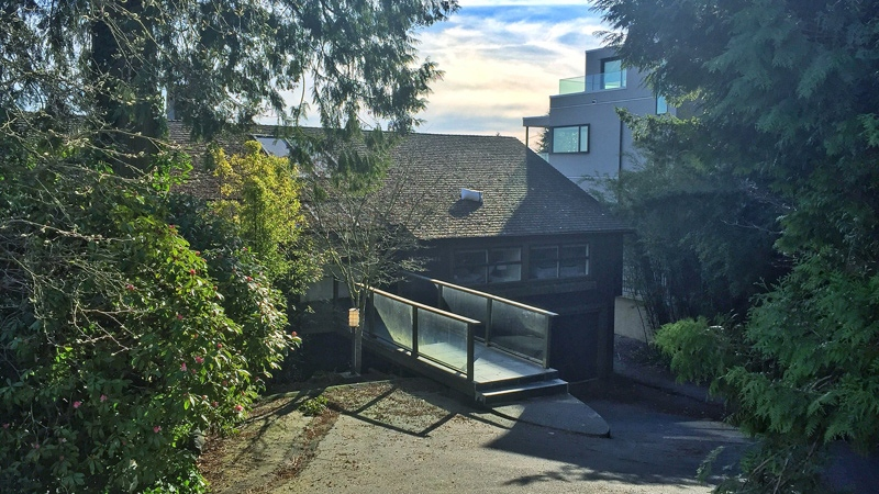 Neighbours told CTV News this is the West Vancouver home where hundreds of teens partied and were sent home by police Friday. (Penny Daflos / CTV Vancouver)