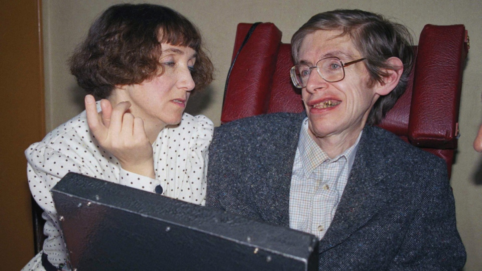 Dr. Stephen Hawking and his then wife Jane, in Paris, on March 3, 1989. (Lionel Cironneau / AP)