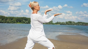 Tai chi offers therapeutic benefits to fibromyalgia sufferers. (meteo021 / Istock.com)