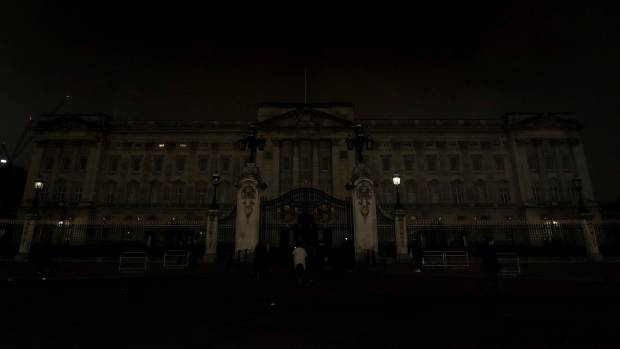 Buckingham Palace In London After It Switched Off Its Lights For An Hour To  Mark WWFu0027s Earth Hour To Raise Awareness About Climate Change, Saturday  March 24 ...