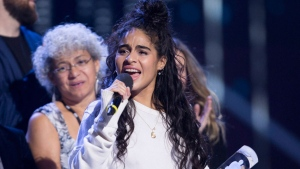 Jessie Reyez celebrates her Juno for Breakthrough Artist of the Year at the JunoAwards in Vancouver, Sunday, March, 25, 2018. THE CANADIAN PRESS/Darryl Dyck