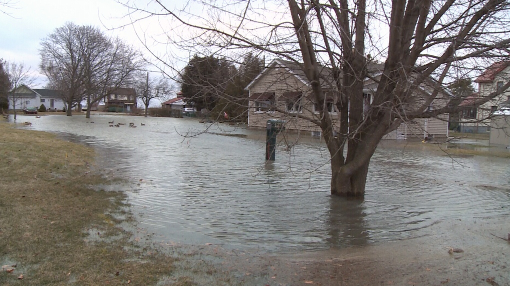 Strong winds cause flooding in southeast Leamington