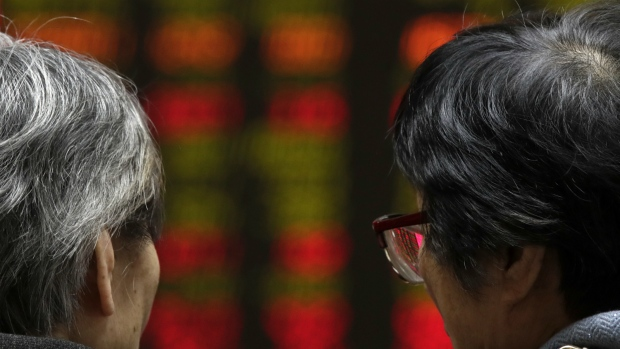 TSX falls on losses in materials, energy; Canadian dollar down