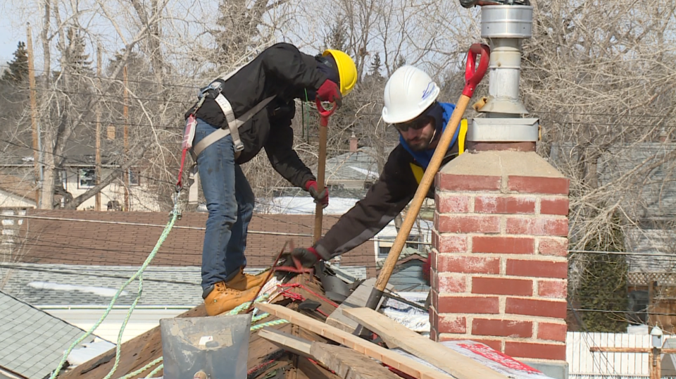 Student roofers help families in need