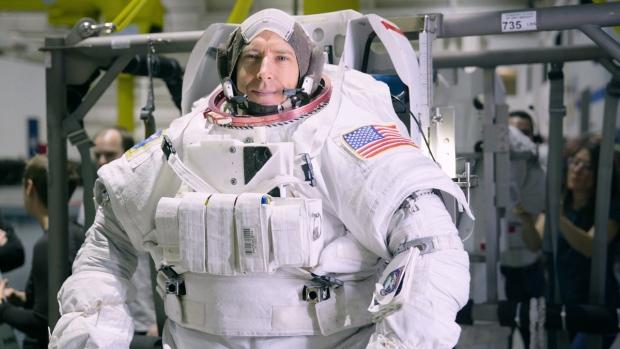 astronaut reaching space - photo #18