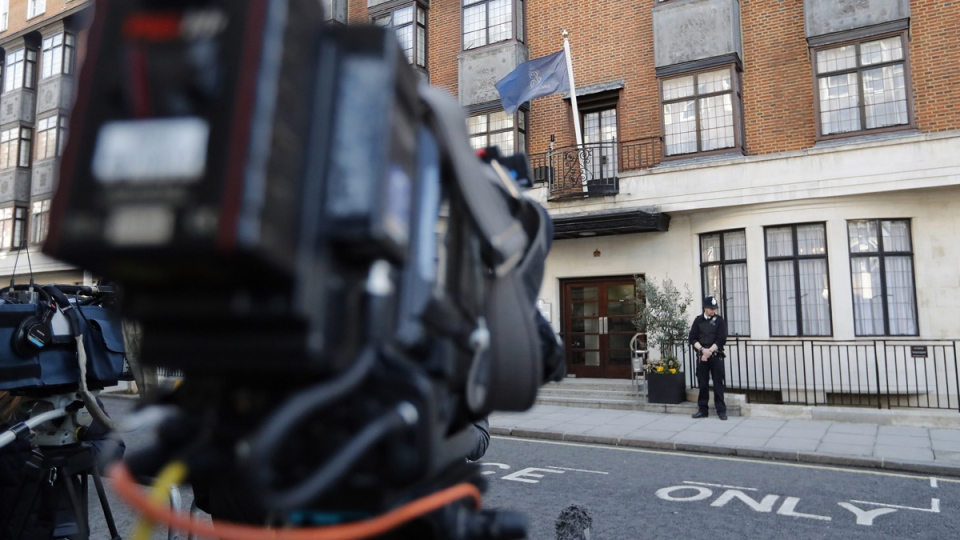 TV cameras outside the entrance of King Edward VII Hospital in London, on April 4, 2018. (Frank Augstein / AP)