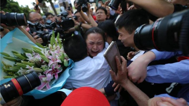 u0026 39 it really broke my heart u0026 39   chinese parents reunite with missing daughter after 24 years