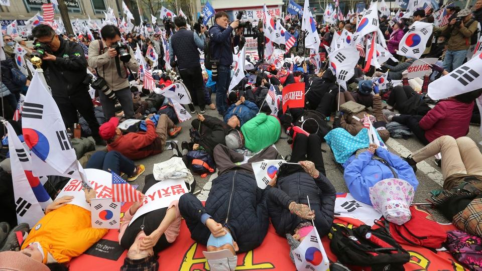 Supporters of former South Korean President Park