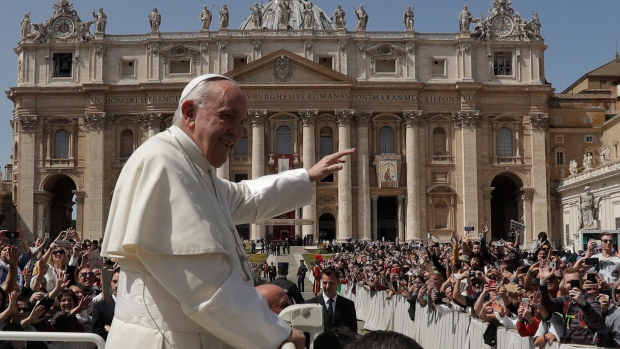 Pope hits out at critics of his pro-migrant policy