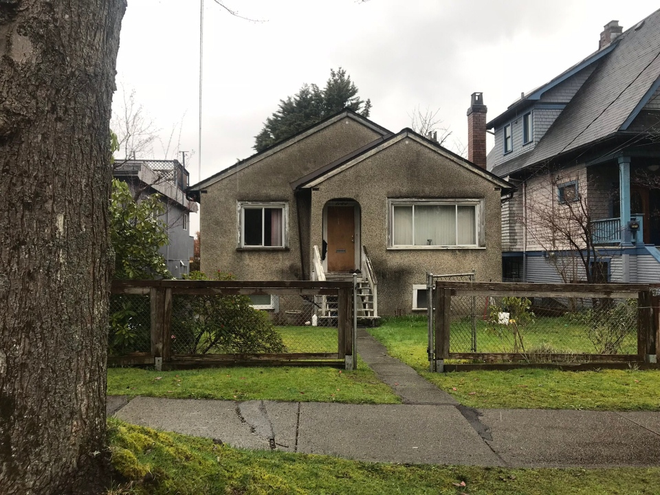 Police conducted a search warrant at this home in East Vancouver on Wednesday, April 11, 2018. (Breanna Karstens-Smith / CTV Vancouver)