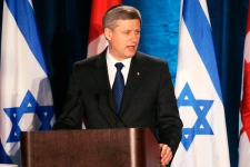 Prime Minister Stephen Harper makes a speech at the 29th Plenary Assembly at the Beth Emeth Bais Yehuda Synagogue in front of the Canadian Jewish Congress in Toronto, on Sunday May 31, 2009. (Jim Ross / THE CANADIAN PRESS)