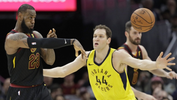 Oladipo drops 32 as Pacers beat Cavs in series opener