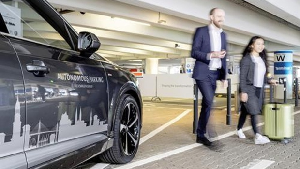 VW tests autonomous parking at Hamburg Airport